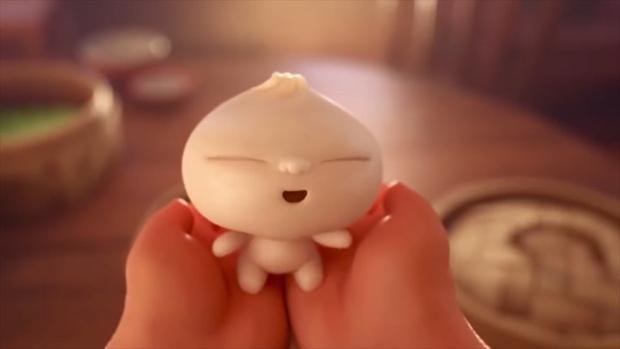 Bé Bao đáng yêu trong như một tiểu hài tử vừa chào đời.