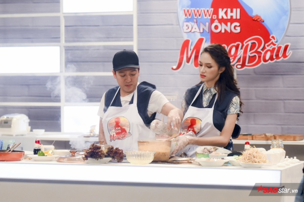 """Dù ít hay nhiều thì Hương Giang cũng đã có nỗ lực để không trở thành """"bình hoa"""" trong gian bếp của Trường Giang."""