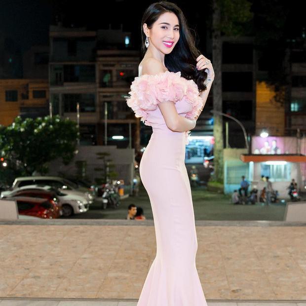 Thân hình chuẩn mẫu cùng vòng 3 đầy đặn của cô ca sĩ ngọt ngào