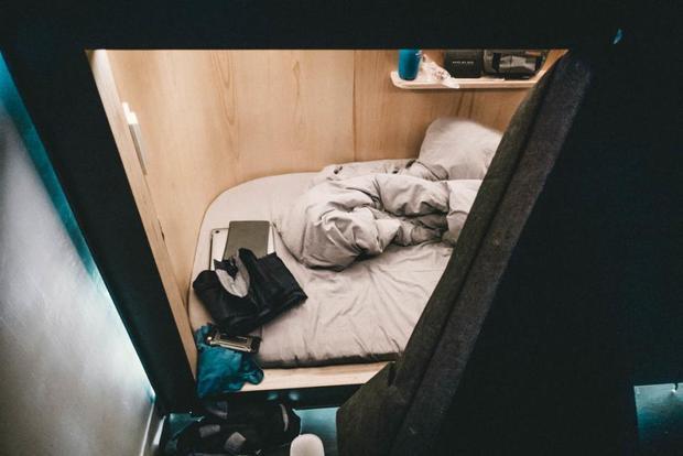 Cận cảnh giường ngủ.