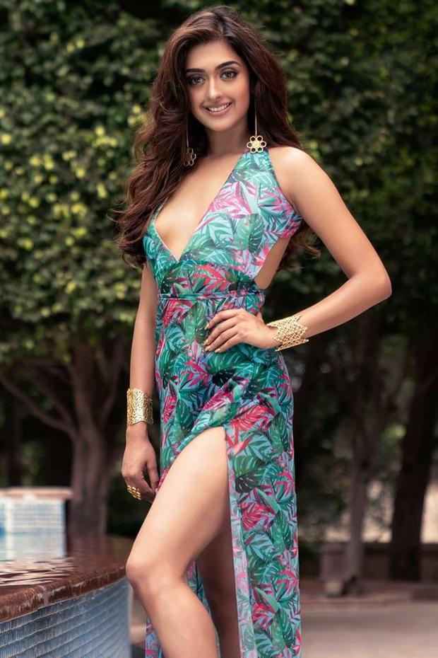 Với đôi gương mặt duyên dáng, nụ cười rạng rỡ và đôi mắt nâu to tròn phúc hậu, thí sinh Hoa hậu Ấn Độ dễ dàng chiếm được cảm tình của ban giám khảo và khán giả ngay từ ánh nhìn đầu tiên.