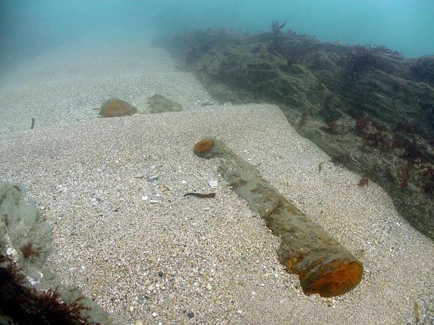 Những viên kim cương và ngọc trai vẫn còn ở đâu đó dưới lòng đại dương. Ảnh:SOUTH WEST NEWS SERVICE