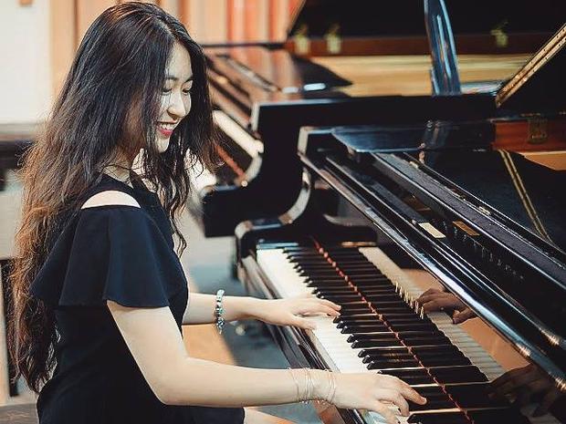 Minh Anh đã làm giáo viên dạy piano được 2 năm.