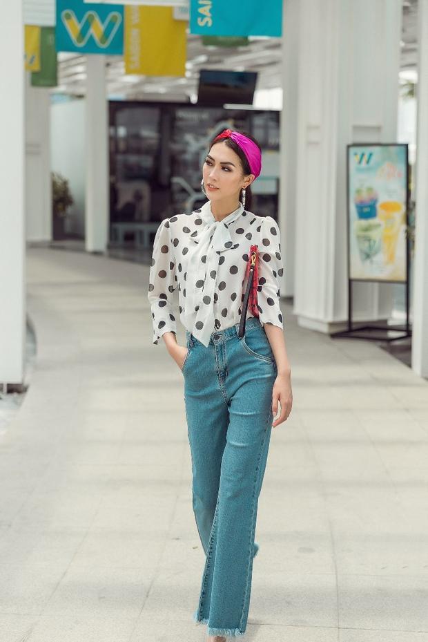 Kết hợp cùng một chiếc khăn turban, Tường Linh trông vô cùng nhẹ nhàng, cuốn hút.
