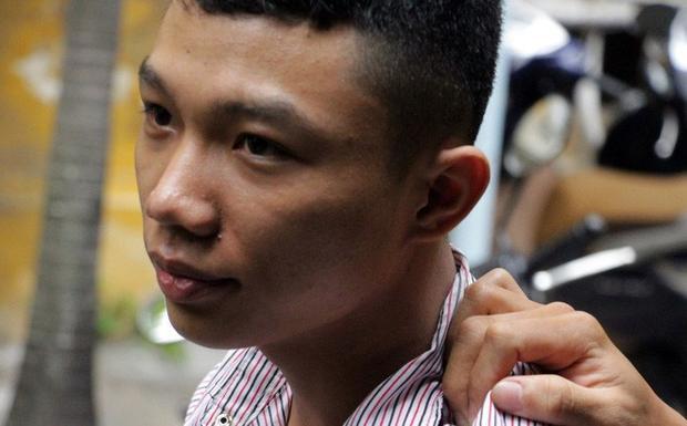 Bị cáo Huỳnh Tuấn Khải bị áp giải sau phiên xử.