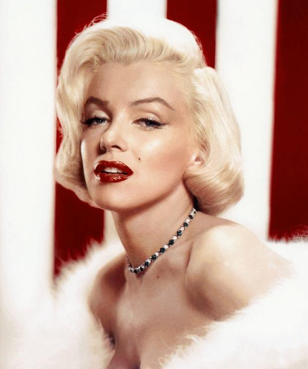 Vẻ đẹp Marilyn Monroe: Tấm vé đến tự do