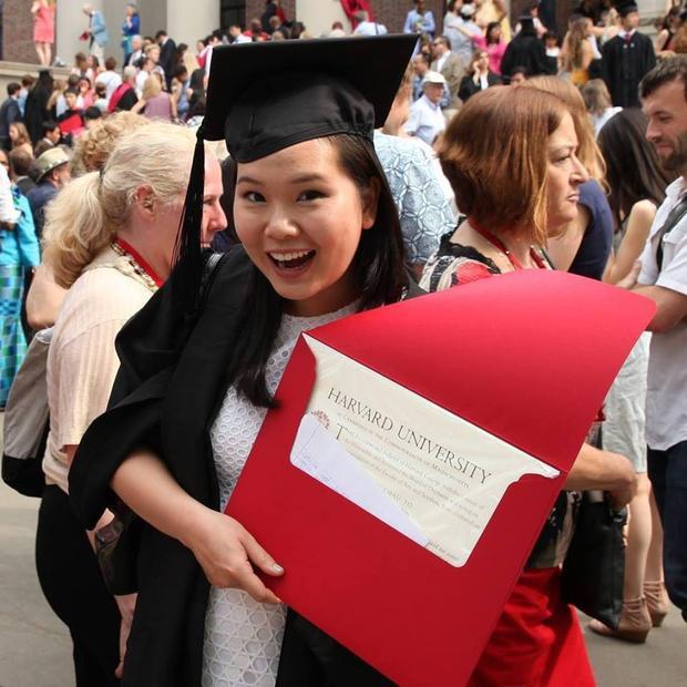 """Theo đuổi ngành Tâm lý học tại ĐH Harvard, khi tốt nghiệp Ngọc xuất sắc nhận giải thưởng danh giá """"After Harvard Award"""" - giải thưởng giành cho những người mà Harvard tin là có khả năng thay đổi thế giới."""