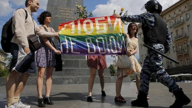 """Nga - đất nước nổi tiếng là """"kì thị"""" người đồng tính."""