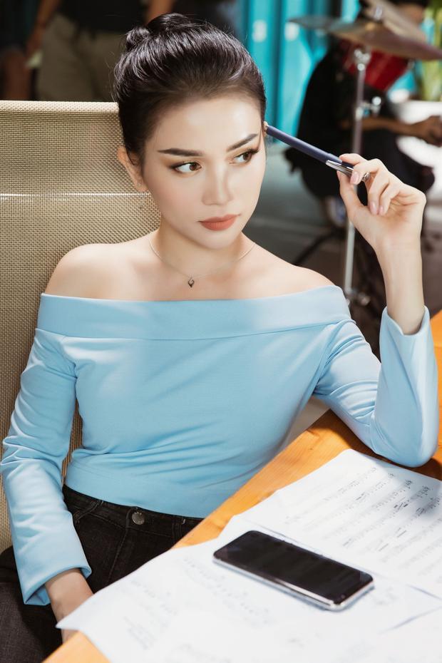 Sỹ Thanh là chị cả của nhóm.