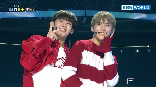 Biểu cảm đáng yêu của Jun và Chan tại sân khấu cứu vớt hào quang The Unit.