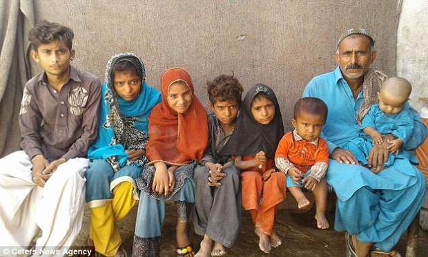 7 đứa con của anh Nazir.