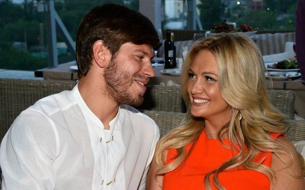 Smolov và vợ cũ Victoria Lopyreva thuở còn mặn nồng.