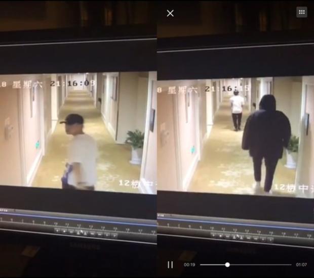 Người đàn ông đội nón được cho là trợ lý của Hồ Nhất Thiên, nam diễn viên mặc áo hoodies đi phía sau vào lúc 21:16