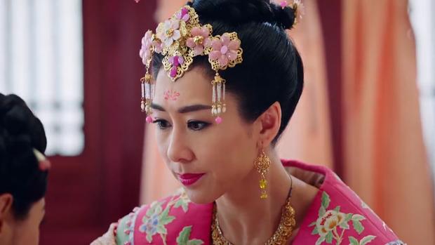 Cảm kích trước sự trung thành, xả thân của Nguyên Nguyệt, thái tử phi đã đến hỏi han cũng như ban thưởng cho cô