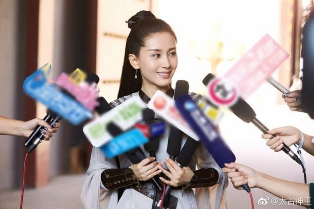 Vương Tử Văn trong tạo hình cổ trang nhận phỏng vấn của phóng viên