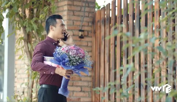 Anh chàng thậm chí đã đứng trước nhà để tạo bất ngờ cho bạn gái.