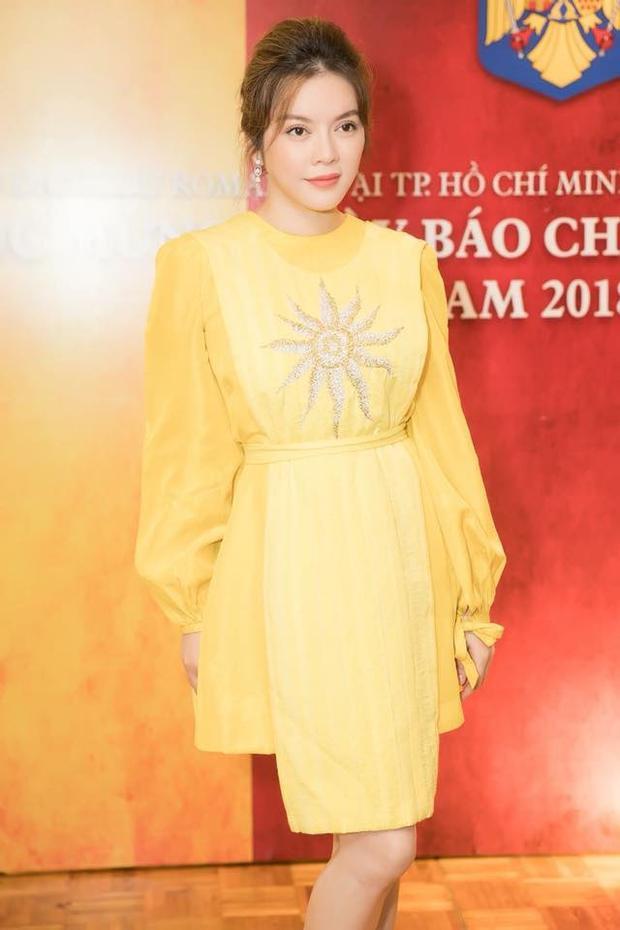 Trong sự kiện nhân kỷ niệm ngày báo chí Việt Nam của doanh nhân họ Lý, chủ nhân đã diện một thiết kế khá trẻ trung, sang trọng.