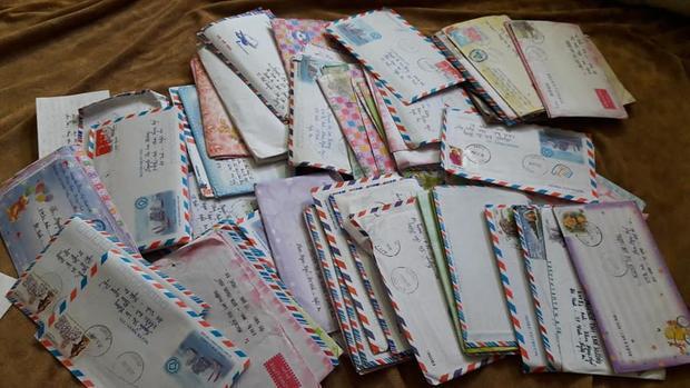 Hàng trăm bức thư tay của chủ thớt và chồng cách đây 15 năm.