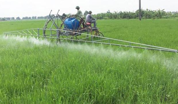 Máy phun thuốc trừ sâu của anh Phạm Văn Hát. Ảnh: Báo Hải Dương