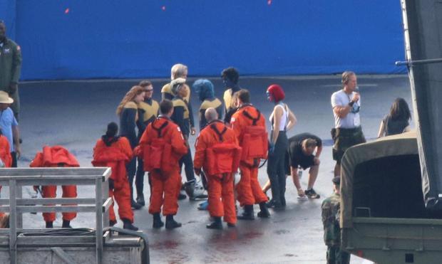 Nicholas Hoult,Sebastian MacLean,Julian Bailey,Jennifer Lawrence,… được nhìn thấy trên phim trường của bộ phim.