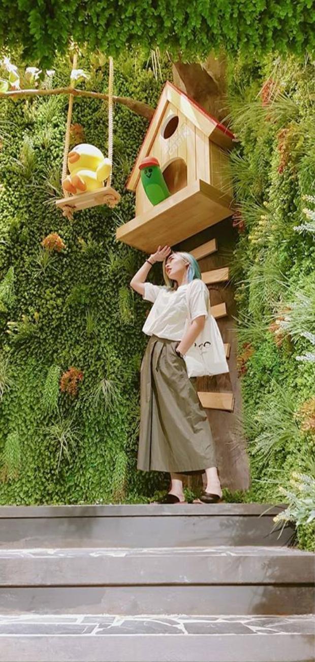 Hot mom Mina Liêu sống ảo điên đảo tại thiên đường của những chú gấu Line ở Thái Lan