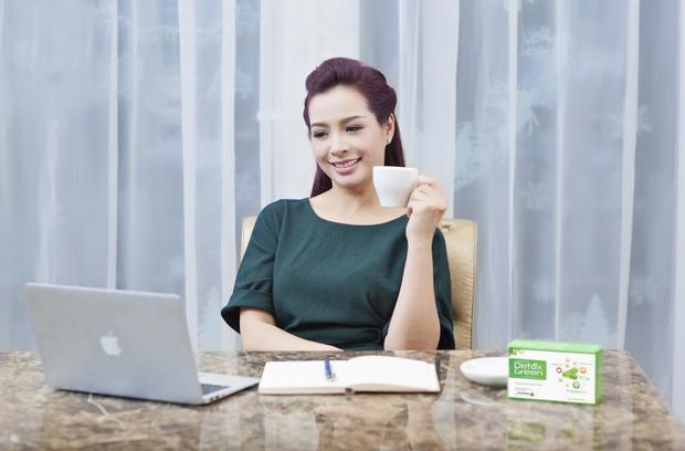 Thúy Hằng cũng sử dụng sản phẩm thải độc DetoxGreen và có cảm nhận rất tốt.