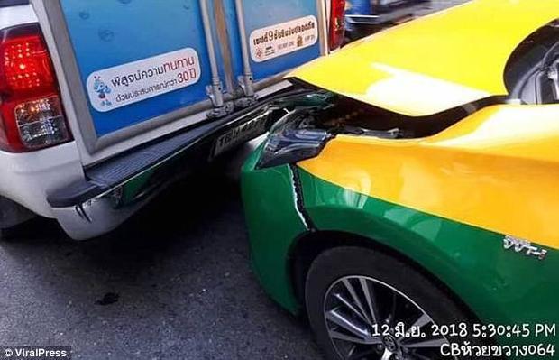 Hiện trường vụ tai nạn. Ảnh: Viral Press