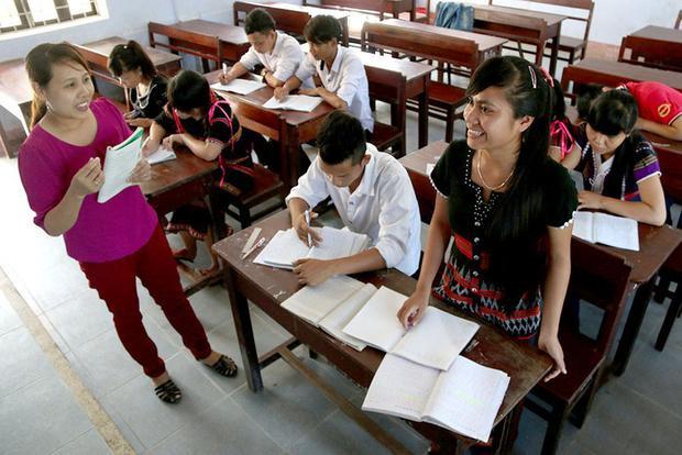 Cô Hồ Thị Lý trong một buổi dạy bồi dưỡng môn văn cho học sinh khối 12 vào năm 2015 - Ảnh: THÁI LỘC