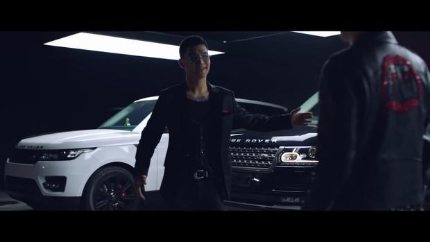 Range Rover là dòng xe sang của thương hiệu Anh Quốc. Không chỉ được đánh giá cao về thiết kế đẹp mắt, nội thất sang trọng, Range Rover còn có hiệu suất hoạt động mạnh mẽ. Range Rover Sport phiên bản 2018 có mức giá khởi điểm lên đến81.300 USD (khoảng 1,85 tỷ đồng).