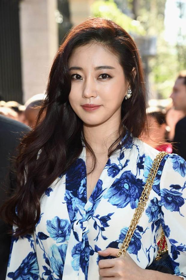 Kim Sa Rang xinh đẹp ở độ tuổi 40.