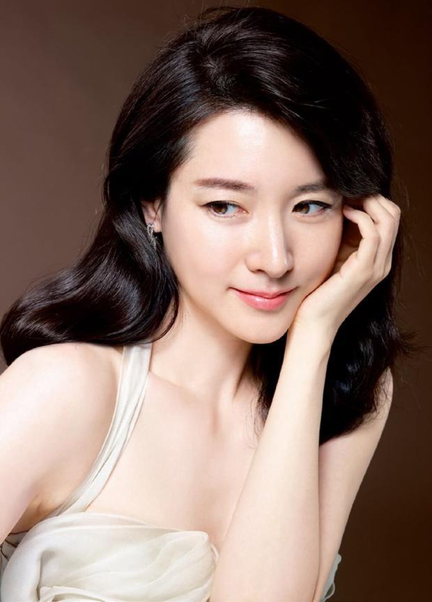 Càng nhiều tuổi, nàng 'Đê Chang Kum' lại càng xinh đẹp.