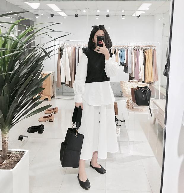 Nếu hôm nào cần lịch sự nhưng vẫn muốn thoải mái hãy thử mặc cách này như Heo Mi Nhon nhé.