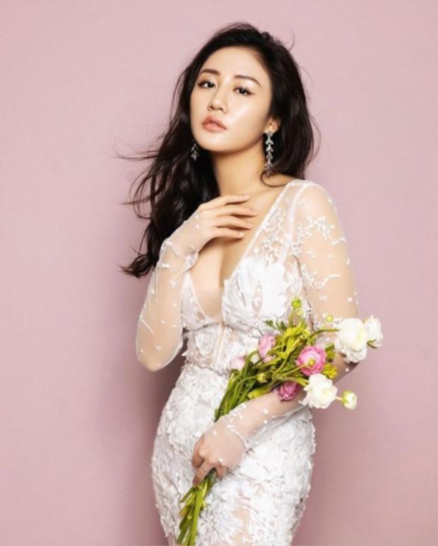 Chỉ hé lộ vài câu hát nhưng khán giả cũng đang rất mong Văn Mai Hương sẽ cover trọn vẹn ca khúc này.