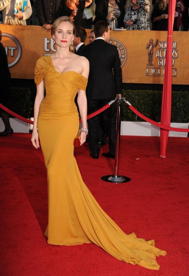 Cụ thể, tại sự kiện trao giải đình đámScreen Actors Guild Awardsđược tổ chức tại thính phòng Shrine, ởLos Angeles vào ngày 23/1/2010, nữ diễn viên kiêm người mẫu đến từ Đức này đã chọn diện bộ cánh gam màu mustard.