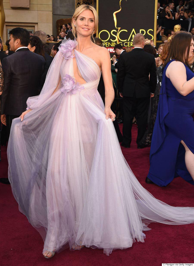 Các tín đồ thời trang nhanh chóng tìm ra hình ảnh của siêu mẫu Đức, Heidi Klum diện váy cut out sexy trên thảm đỏ Oscar 2016.