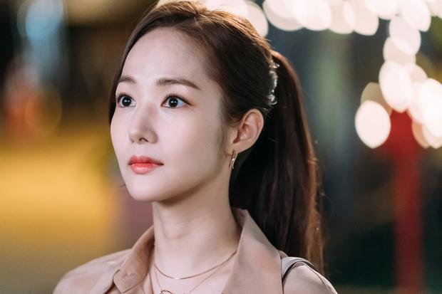 Nữ diễn viên vừa chính thức trở lại màn ảnh nhỏ với vai diễn thư ký trong bộ phim What's Wrong with Secretary Kim.