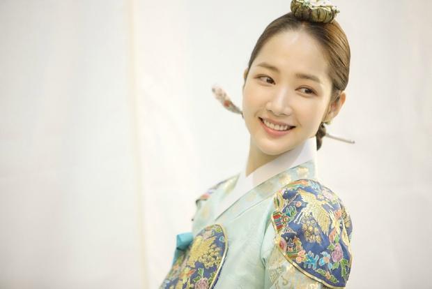 Park Min Young với tạo hình cổ trang trong 'Seven days of Queen'.