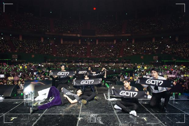 World Tour: Eyes on You khởi động bằng 3 đêm diễn liên tiếp tại Seoul vào ngày 4 đến 6/5.