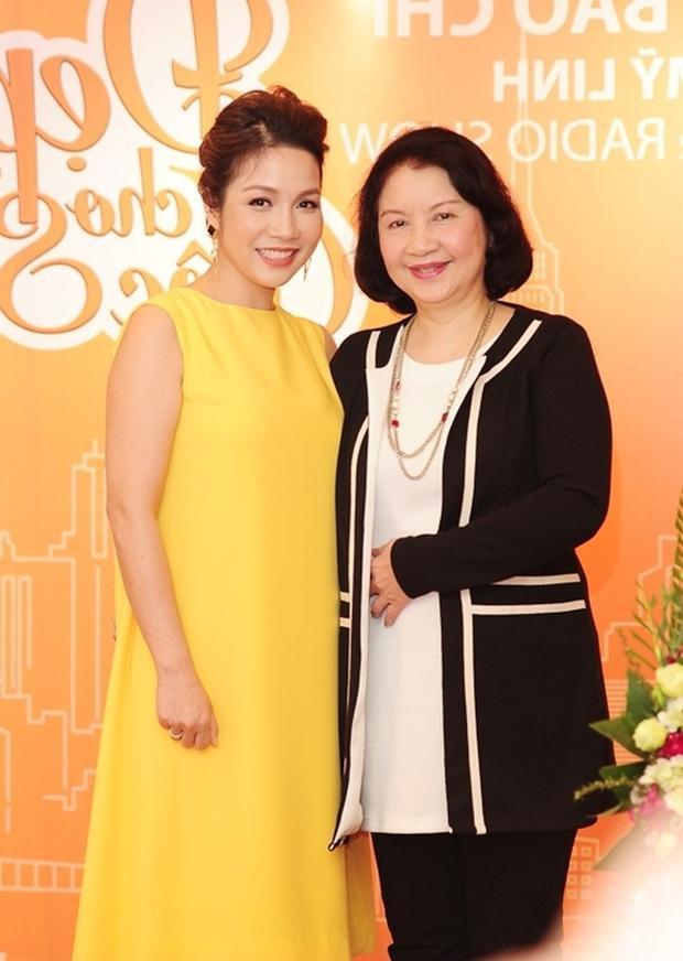 Chưa bao giờ quan hệ mẹ chồng  nàng dâu lại ngọt ngào như trong những gia đình sao Việt này!