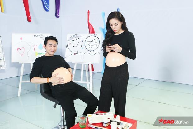 Cặp đôi nhan sắc có ý định liên kết hai hình vẽ trên bụng bầu bằng màu sắc trắng đen.