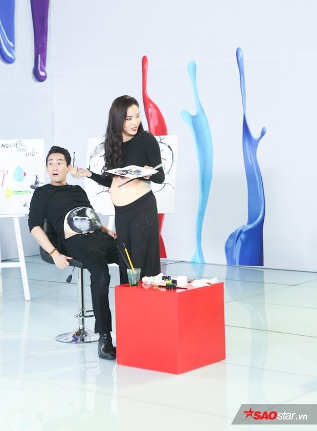 Hari Won khẳng định hình vẽ bụng bầu siêu âm trên bụng của Hứa Vĩ Văn không giống.