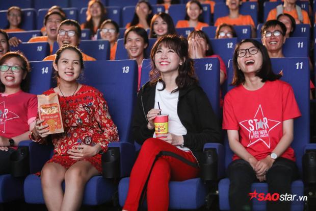 Rạp phim chính là cảnh quay đầu tiên xuất hiện trong clip viral của gia đình Xìn Ri.