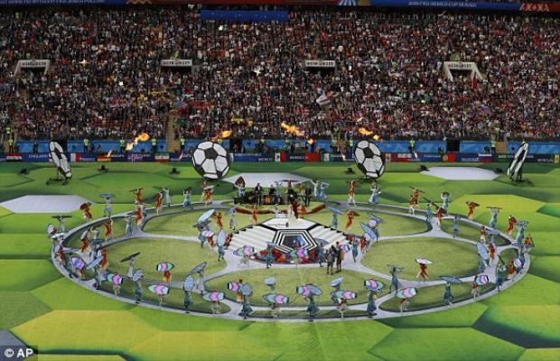 Các nghệ sĩ biểu diễn trước trận đấu bảng A giữa hai đội Nga và Saudi Arabia diễn ra ngay sau lễ khai mạc.