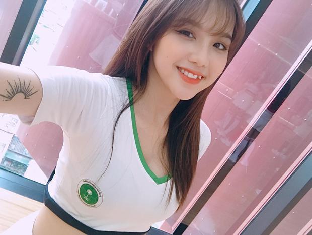 Cô gái 22 tuổi tốt nghiệp là sinh viên của ngôi trường Học viện Phụ nữ Việt Nam và hy vọng trở thành beauty, fashion blogger trong tương lai.