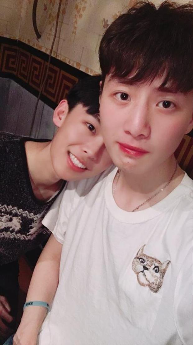 Lại phát hiện thêm một cặp đôi đồng tính nam siêu dễ thương ở Trung Quốc