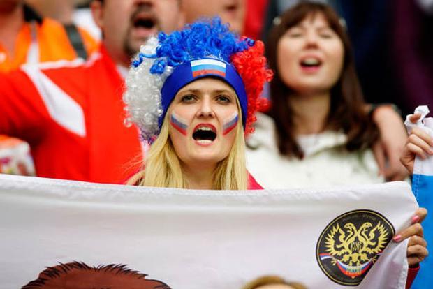 Cận cảnh dàn mỹ nhân Nga hâm nóng khán đài World Cup 2018