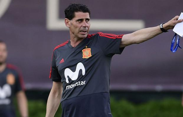 HLV Hierro chỉ có hơn 2 ngày để chuẩn bị cho trận đấu với Bồ Đào Nha.
