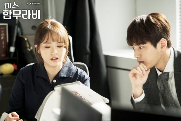 """Ara đảm nhận vai cô nàng """"tân binh"""" Park Cha Oh Reum có trái tim ấm áp, sống vì lý tưởng, đam mê và nhiệt huyết với công việc của mình. Với tính cách mạnh mẽ, thẩm phán Park dang rộng vòng tay nhân ái, bảo vệ kẻ yếu mang lại chân lý, công bằng cho xã hội."""