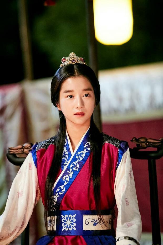 Công chúa Sook Myung (Seo Ye Ji), em gái của thế tử Sam Maek Jong, có tính cách lạnh lùng, cứng nhắc, luôn làm theo ý chỉ của mẹ mình. Tuy nhiên, cô bất chợt cảm nắng rồi dành trọn trái tim cho Sun Woo.