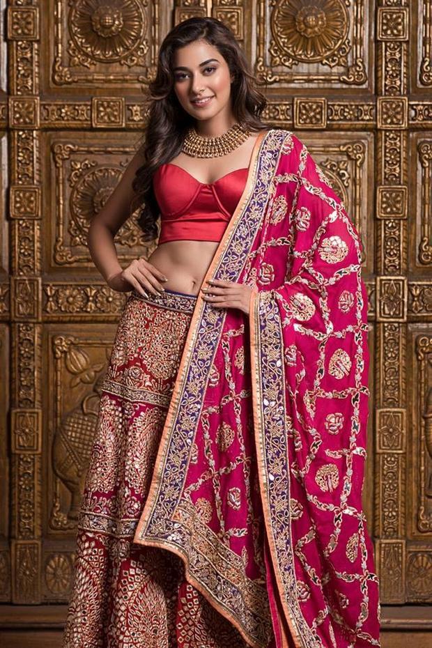 Stefy Patel của bang Jharkhand, cô năm nay tròn 22 tuổi. Trong những bộ trang phục có màu sắc hoa văn mang đậm văn hóa Ấn Độ các thí sinh trở nên nổi bật khó cưỡng.